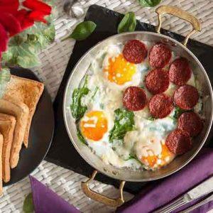 صبحانه در رستوران لئون